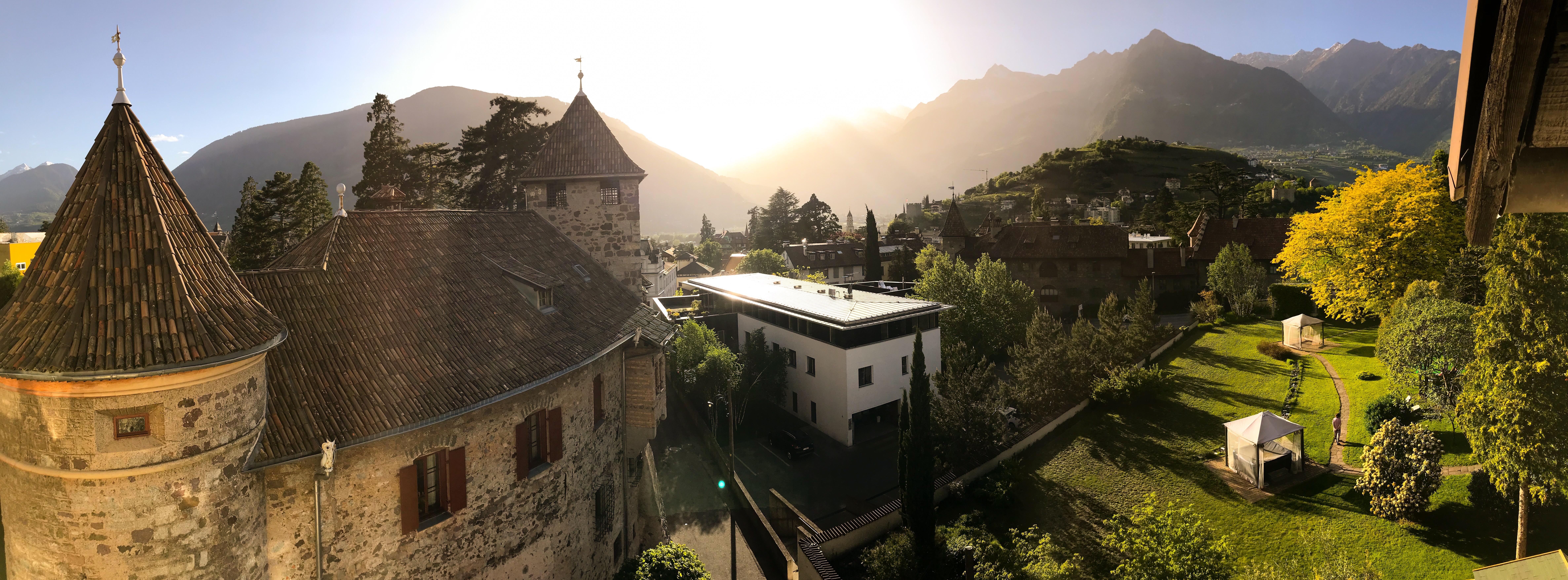"""Die IDM Südtirol hat sich zum Ziel gesetzt, die Coronavirus-Krise mit der Kampagne """"Restart South Tyrol"""" zu überwinden. Ein Erklärungsvideo dazu, sowie eine Prognose für die italienische Hotellerie (und speziell für Südtirol) finden Sie im folgenden IDM-Newsletter, den wir bitten, sorgfältig zu lesen: https://smg.scnem.com/newsletter_campaign=IDM_Suedtirol_Restart. Im Newsletter finden Sie auch die Toolbox, die alle grundlegenden Elemente und Vorlagen enthält, die für eine professionelle und erfolgreiche Kommunikation notwendig sind. Für Informationen über die Richtlinien für die Erstellung von Inhalten und die Kommunikation mit Ihren Gästen wenden Sie sich bitte an: marketing@idm-suedtirol.com. by Tiziano Pandolfi"""